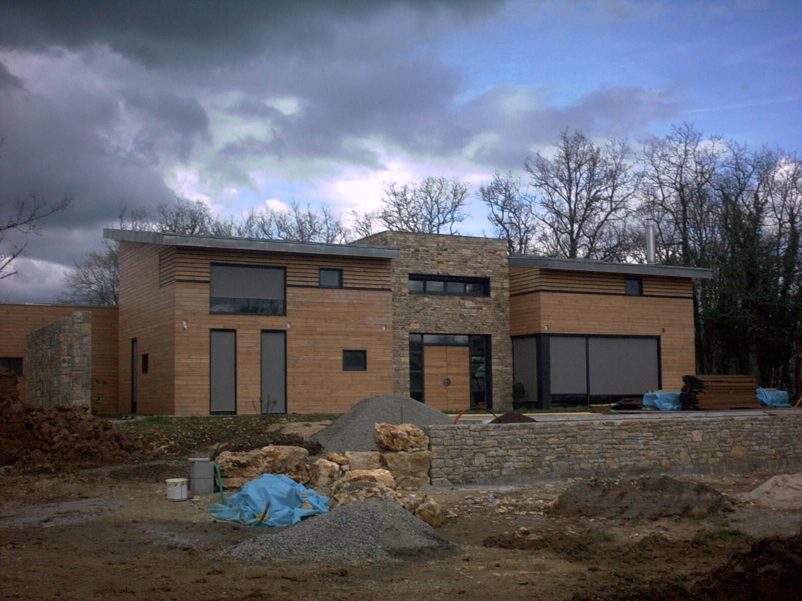 Construction de maisons ossature bois jauzac entreprise for Entreprise ossature bois